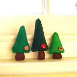 Handmade Felt Tree Magnets - family of 3